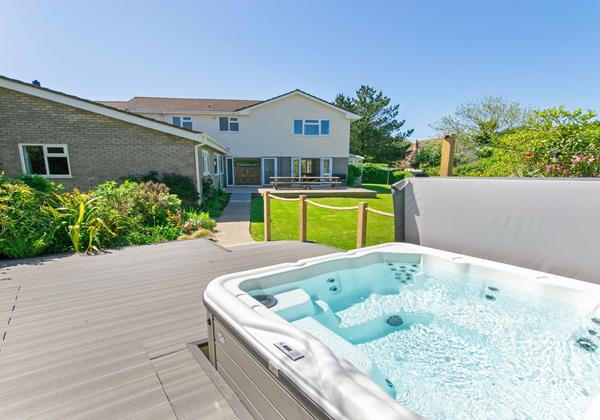 Hot Tub decking area with Pizza Oven and BBQ