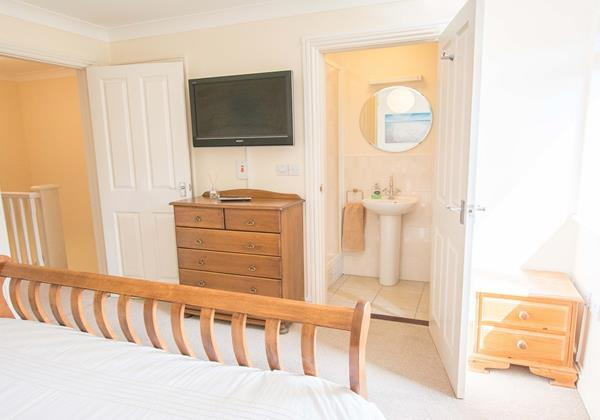 Oyster Cottage Master Bedroom with Ensuite