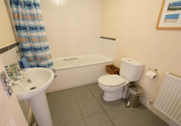 Family bathroom Braunton holiday home
