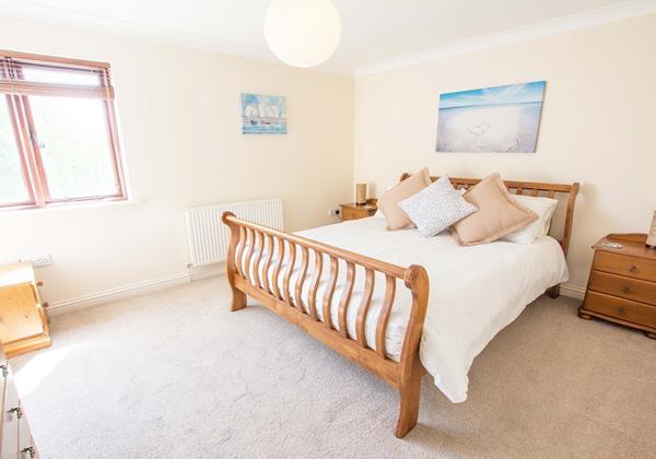 Large Master bedroom with en-suite
