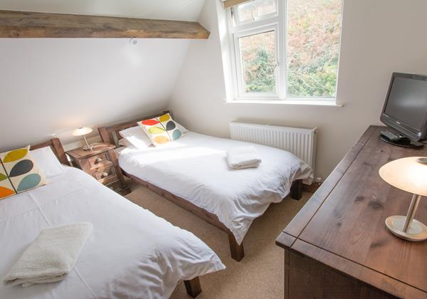 Upstairs twin bedroom idea for children & teenagers on Holiday in Croyde