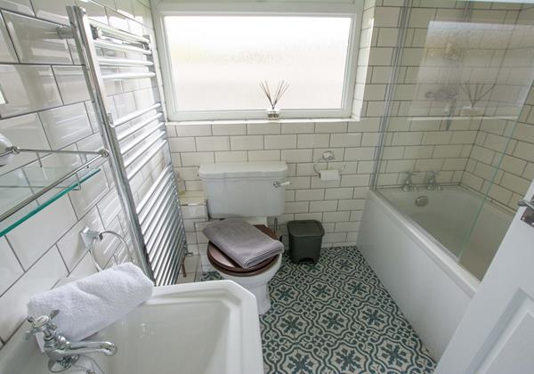 Sandbanks family bath and shower room