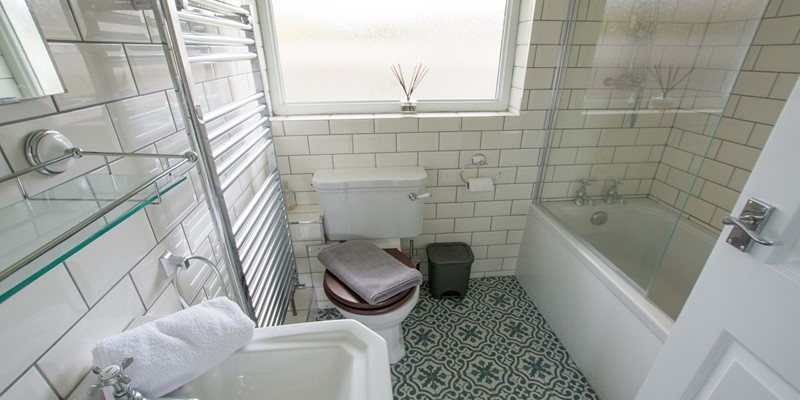 Sandbanks family bath and shower room
