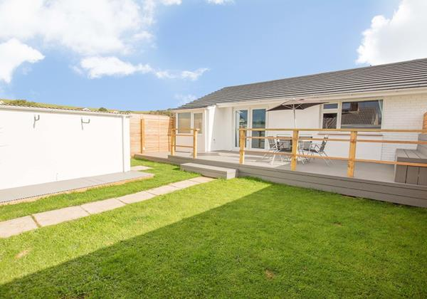 Lawned garden deck BBQ holiday retreat Braunton Devon