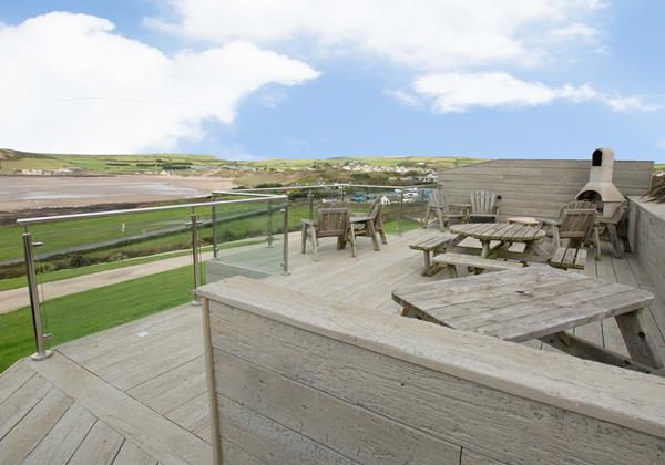 Stables private decking for eaing and BBQ views of Croyde