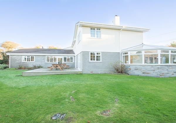 Large secluded lawned garden at Ladywell Croyde