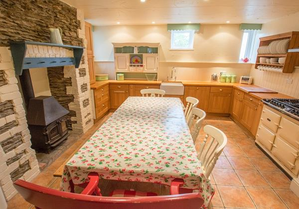 Farmhouse style kitchen family dining in Croyde