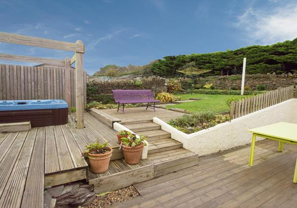 Hot tub Decking BBQ decking area Croyde Devon