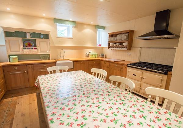 Farmhouse style kitchen in Croyde North Devon rentals