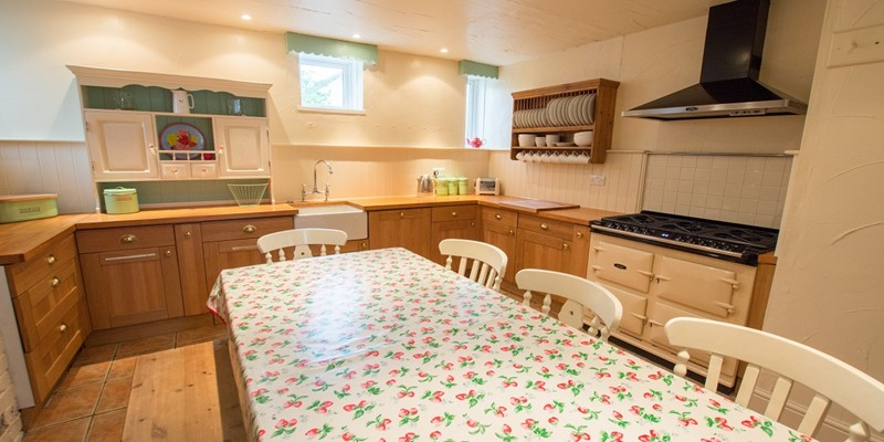 Farmhouse style kitchen in Croyde North Devon rentals