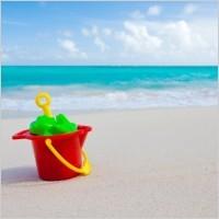 Bucket _and _toys _on _beach _204660