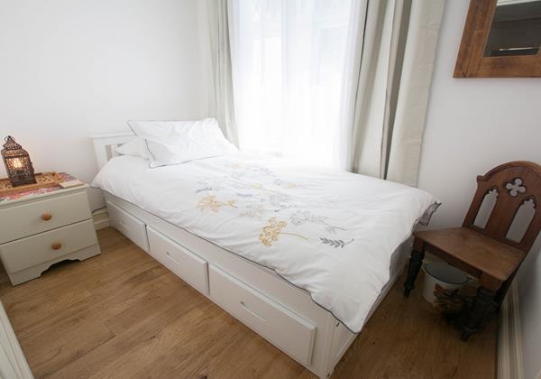 Charming single bedroom