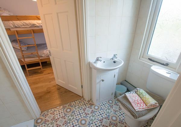 Childrens bunk room with en suite
