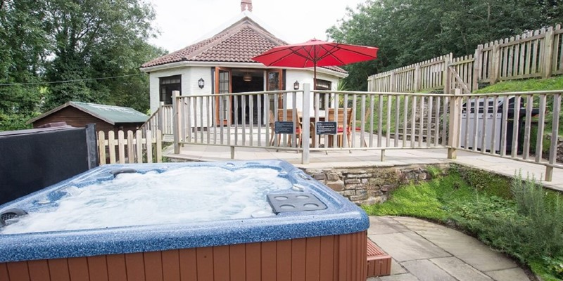 hot tub cottages devon