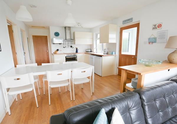 Light beach styled kitchen