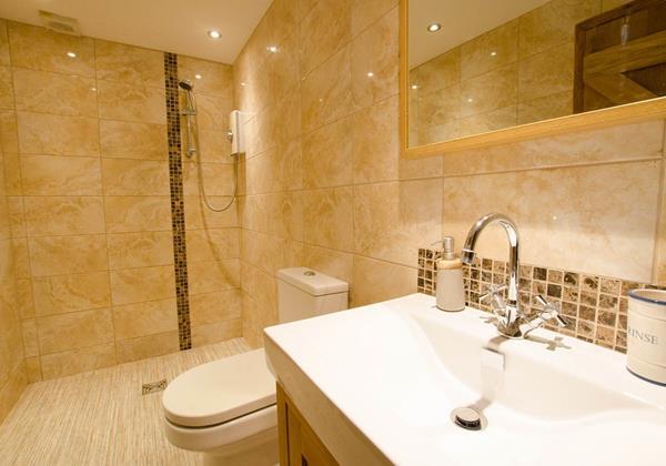 wet room fully tiled shower room