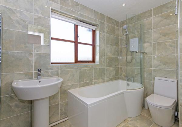 Rockpool Family Bathroom with Shower and Bath
