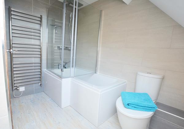 Stylish shower bath to rinse off the beach tired children at the end of the day in Croyde
