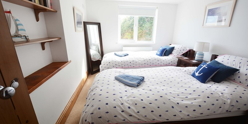 Downstairs twin beds for senior or mobilty impaired and ideal for teenagers with a shower room next door.