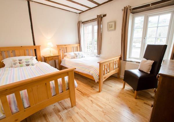 Teens twin holiday bedroom