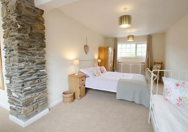Family bedroom double with a day bed