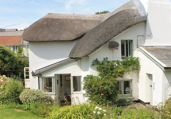 Quaint thatched cottage in Georgeham Devon