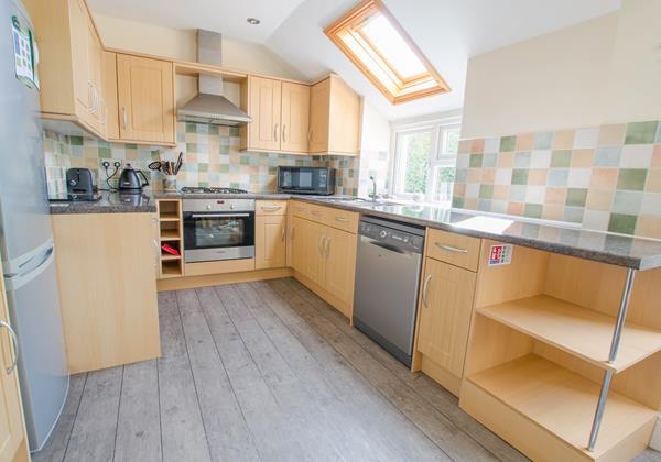 Fully equipped kitchen at Cloudbreak North Devon