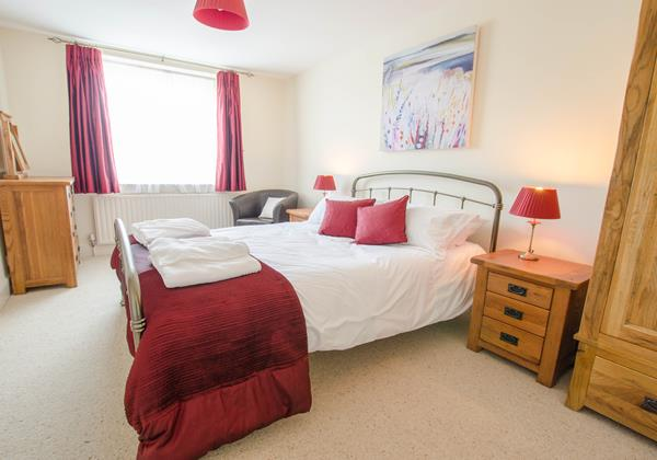 Stylish Kingsize bedded room