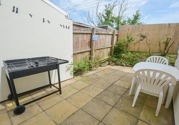 Patio Garden with BBQ in croyde
