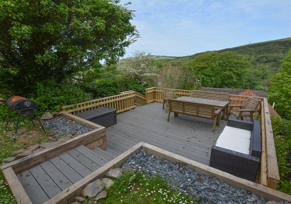 Decking area at the top og the garden