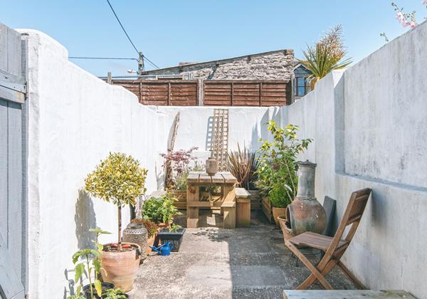 Courtyard sun trap garden