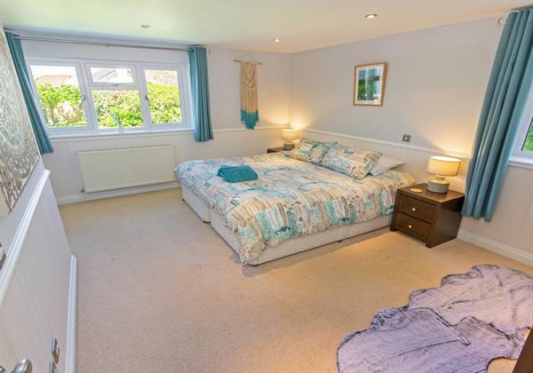 Downstairs superking or twin en suite