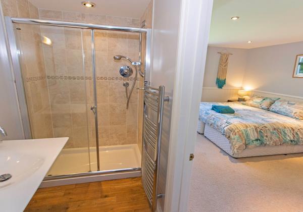 Downstairs en suite supkerking or twin